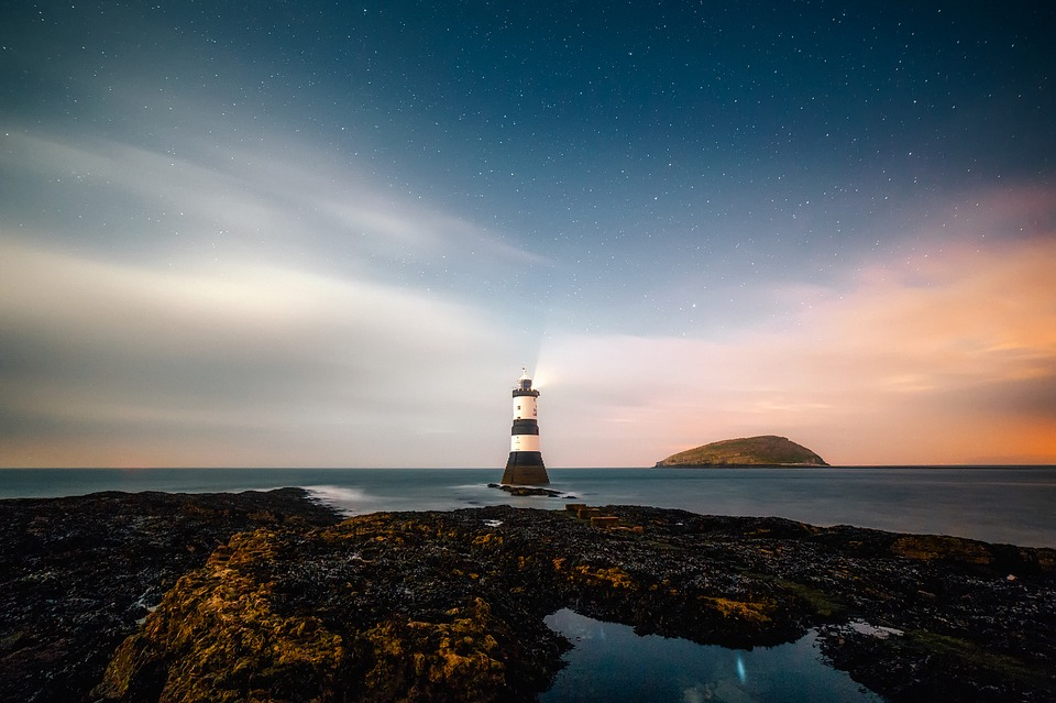 lighthouse-2225445_960_720